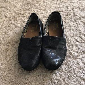 Size 7.5 Toms black sparkle shoes